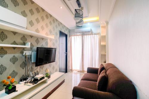 A seating area at Homey 2BR Cervino Village Apartment By Travelio