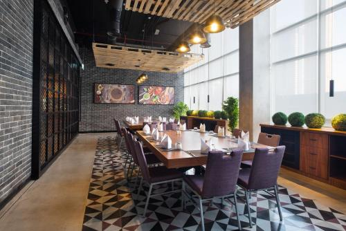 A restaurant or other place to eat at Park Regis Business Bay