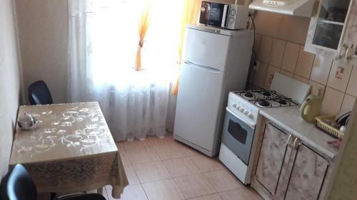 A kitchen or kitchenette at Legendarnaia Kahovka