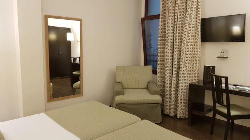 A seating area at Hotel Conde Duque Bilbao