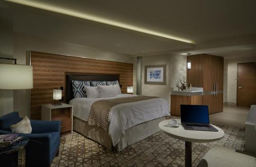 A bed or beds in a room at Seminole Hard Rock Hotel and Casino Tampa