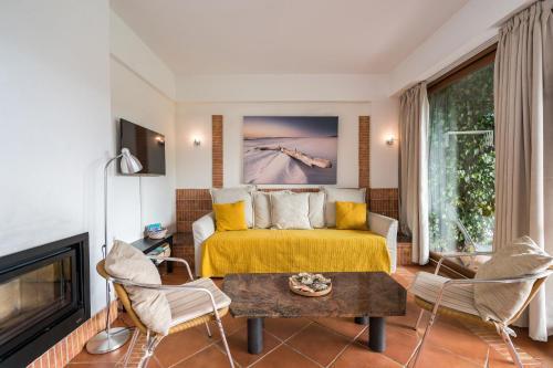 Uma área de estar em Pedras del Rei, Nature and Beach Apartment