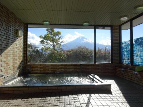Kolam renang di atau di dekat Kawaguchiko Station Inn
