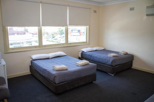 A bed or beds in a room at Hotel Jesmond