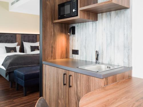 A kitchen or kitchenette at the niu Saddle