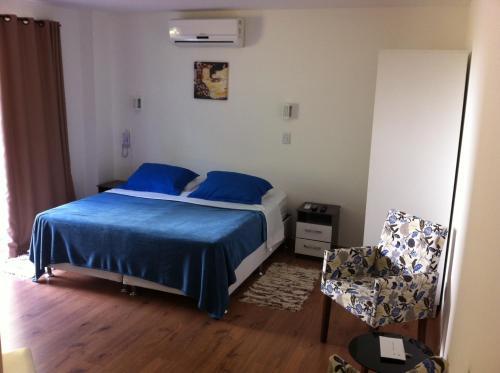 Cama ou camas em um quarto em The Hyperion Boutique Hotel & Bar