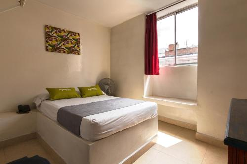 A bed or beds in a room at Ayenda 1248 Conquistadores