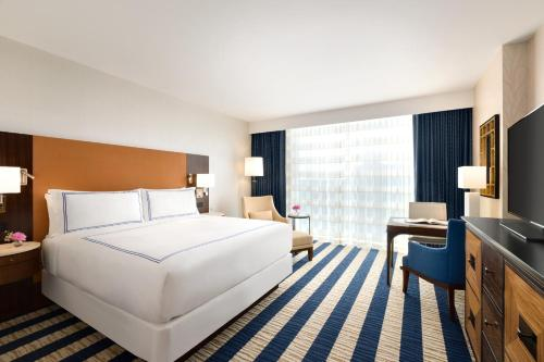 A bed or beds in a room at Fairmont Austin