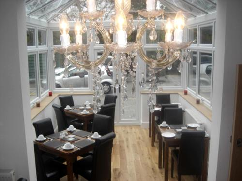 A restaurant or other place to eat at Devonshire Hotel