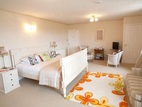 A bed or beds in a room at Budleigh House