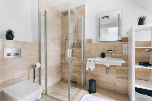 A bathroom at Dill Apartments Frauenkirchenblick Dresden II
