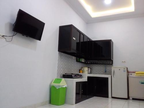 A television and/or entertainment centre at Citra Homestay