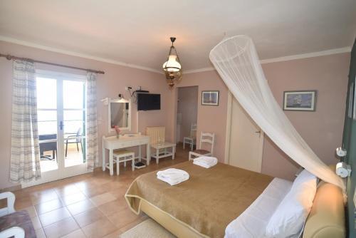 Ένα ή περισσότερα κρεβάτια σε δωμάτιο στο Ξενοδοχείο Στέλλα