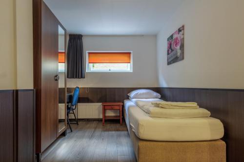 Een bed of bedden in een kamer bij Hotel Randenbroek
