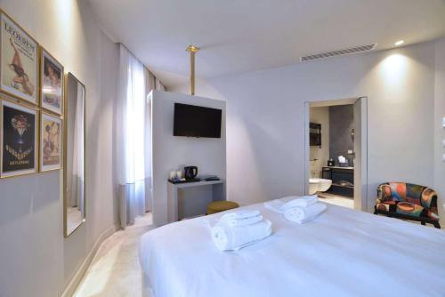 A bed or beds in a room at Boutique Hotel de la Ville