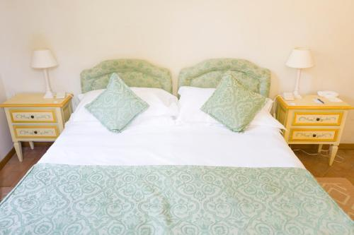 A bed or beds in a room at Park Hotel Villa Grazioli