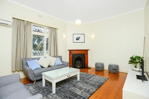 A seating area at Victor Harbor Cottage 'Cornhill' - Pet Friendly