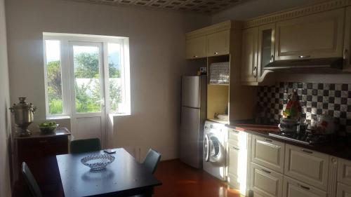 A cozinha ou cozinha compacta de Ismayilli Holiday House