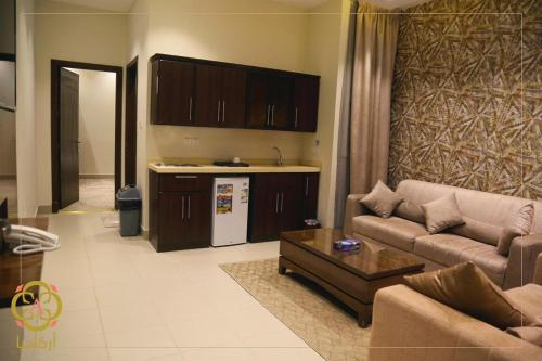 Uma TV ou centro de entretenimento em Arcadia Hotel Suites Yarmouk