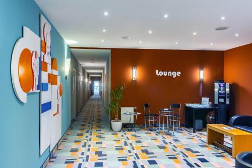 The lobby or reception area at City-Pension Dessau-Roßlau