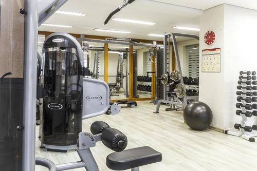 The fitness center and/or fitness facilities at HB Hotels Sequóia Alphaville