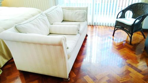 Un lugar para sentarse en Gorgeous Studio with rooftop pool, gym and laundry - Corrientes Ave