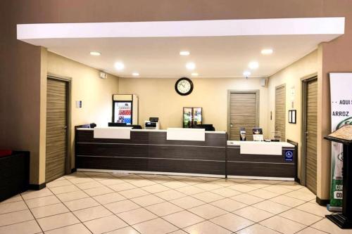 El vestíbulo o zona de recepción de Best Western El Sitio Hotel & Casino