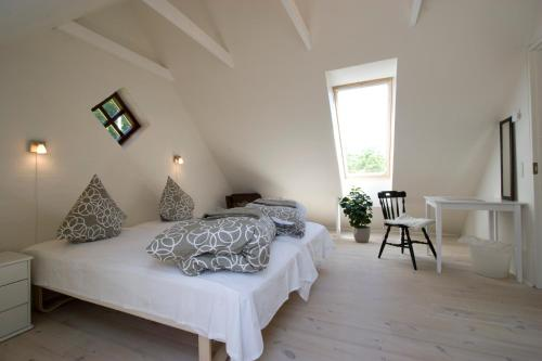 A bed or beds in a room at Munkebjerg Bed & Breakfast