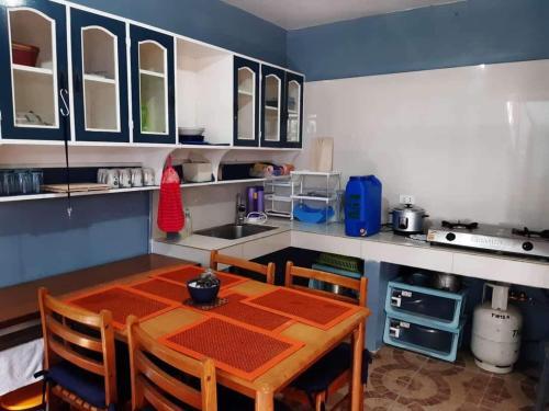 A kitchen or kitchenette at Bakakeng Room 1