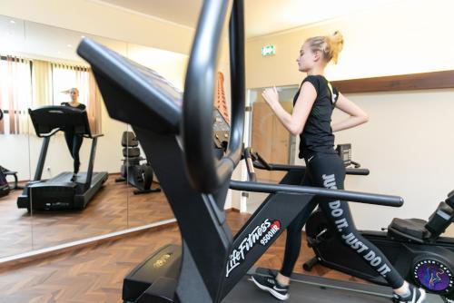 Das Fitnesscenter und/oder die Fitnesseinrichtungen in der Unterkunft Das Reinisch Business Hotel