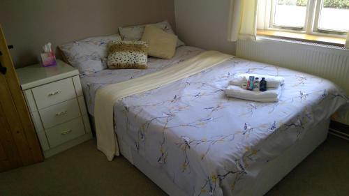 A bed or beds in a room at Mallard Cottage Guest House