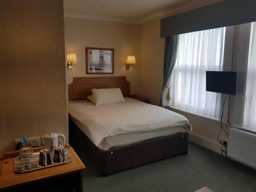 A bed or beds in a room at Welbeck Hotel & Restaurant