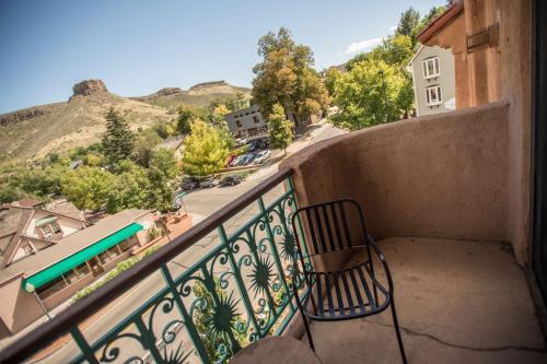 A balcony or terrace at Table Mountain Inn
