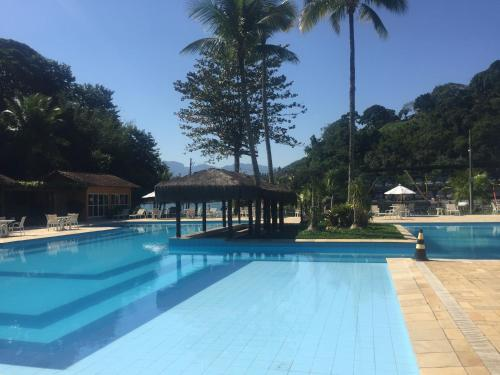 The swimming pool at or near Casa Verde e Mar