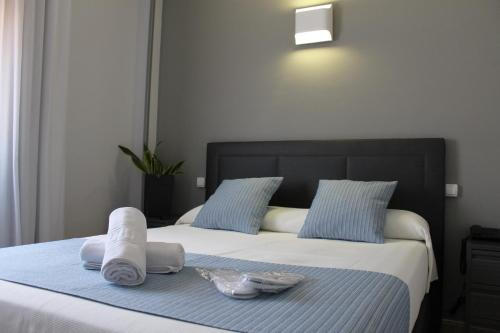 A bed or beds in a room at Hotel Barajas Plaza