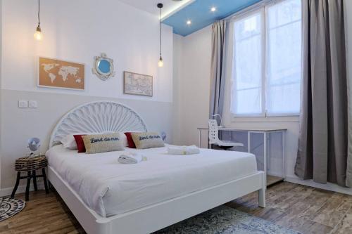 A bed or beds in a room at La Perle Marine - 5 min à pied de la Canebière