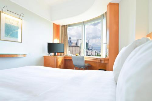 A bed or beds in a room at Metropark Hotel Causeway Bay Hong Kong