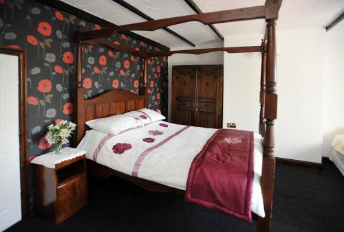 A bed or beds in a room at The Old Mill Inn
