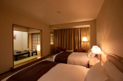 A bed or beds in a room at Hotel New Nagasaki