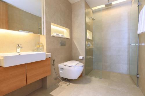 Et badeværelse på The COAST Adults Only Resort and Spa - Koh Samui formerly Sensimar