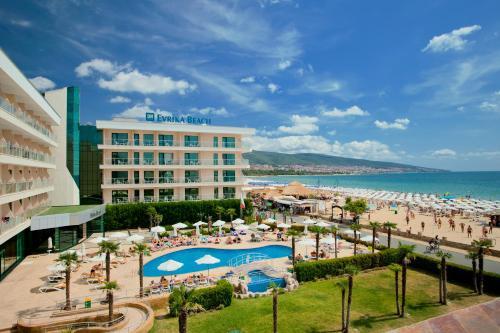 Вид на бассейн в DIT Evrika Beach Club Hotel - All Inclusive или окрестностях