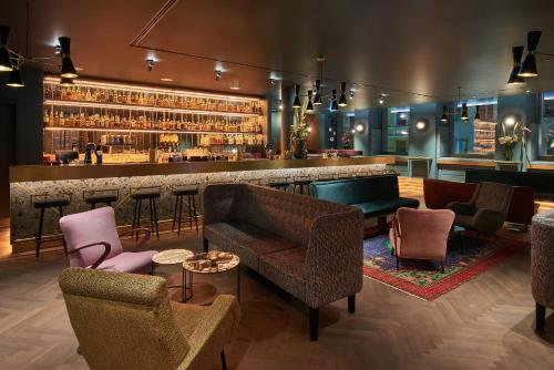 The lounge or bar area at Hotel MIO by AMANO