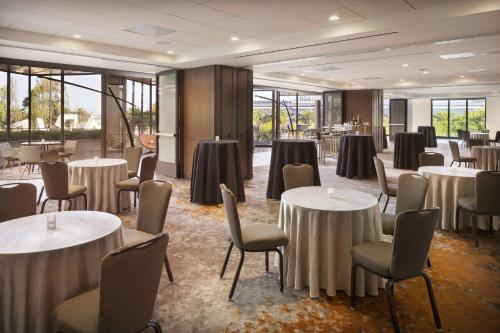 A restaurant or other place to eat at Hyatt Regency San Francisco