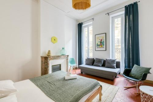 A bed or beds in a room at NOCNOC - L'Haussmanien