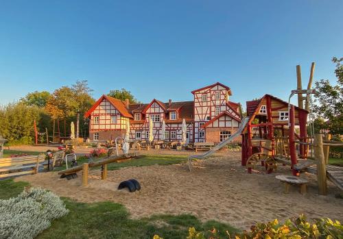 Ein Kinderspielbereich in der Unterkunft Hotel Restaurant Mühlenhof Bosse