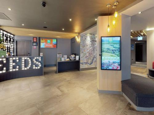 The lobby or reception area at ibis Styles Leeds City Centre Arena