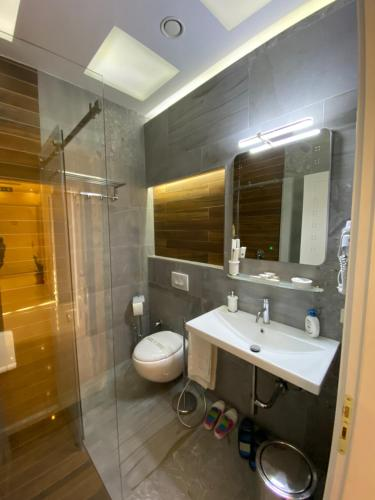 A bathroom at The Red Bricks Hotel
