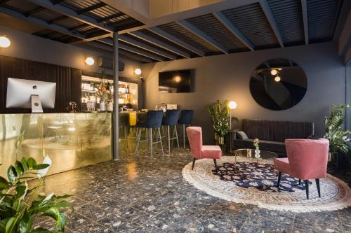 The lounge or bar area at Noble Boutique Hotel - Adults Only