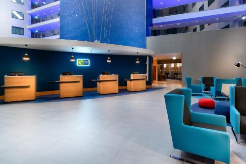 The lobby or reception area at Holiday Inn Express - London Heathrow T4, an IHG Hotel