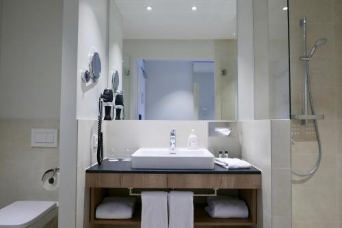A bathroom at Rafaela Hotel Heidelberg